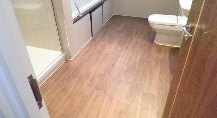 Vinyl tile in walnut effect