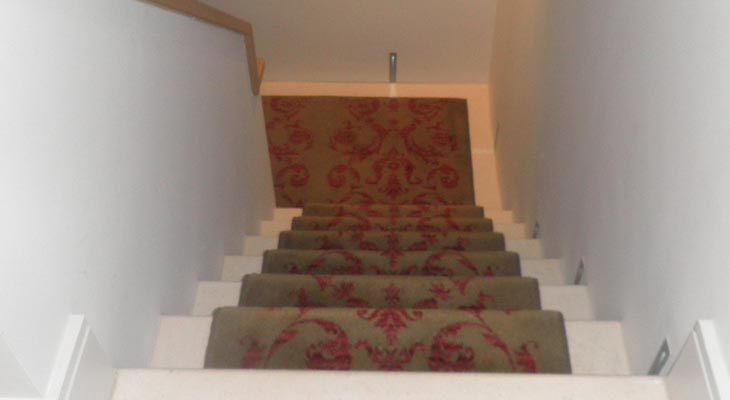 Right angle cut stair runner